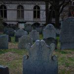 小池真理子「墓地を見おろす家」